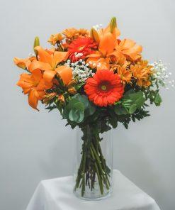 ramo con flores anaranjadas
