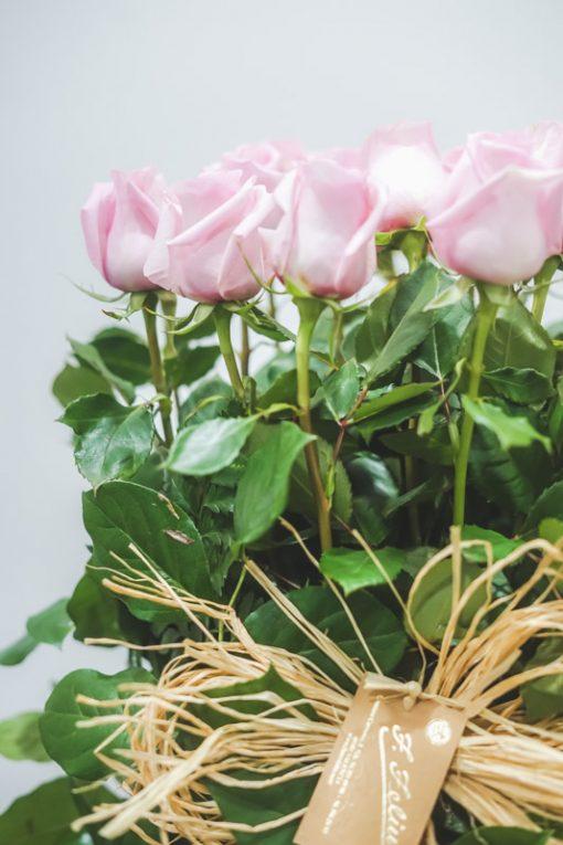 Imagen detalle del centro de rosas rosas en paralelo